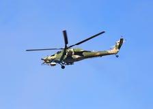 在飞行中战斗直升机 库存图片