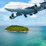 在飞行中波音747飞机 图库摄影