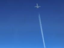 在飞行中班机 库存图片