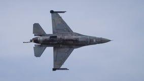 在飞行中F-16战斗机航空器 库存图片