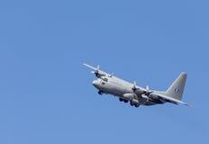 在飞行中HAF阿莱尼亚C-27J斯巴达中型运输航空器 免版税库存图片