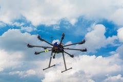 在飞行中Multicopter 库存照片