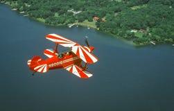 在飞行中Pitts特别杂技飞机 库存图片