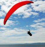 在飞行海洋降伞之上 库存照片