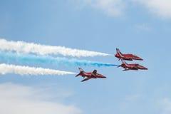 在飞行表演的三架鹰T1喷气机 免版税库存图片