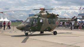 在飞行表演MAKS-2017的轻的训练直升机` Ansat-U ` 股票录像