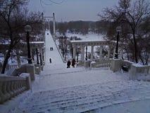 在飞雪的乌拉尔晚上 库存照片