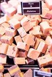 在食物市场上的纤巧 免版税库存照片