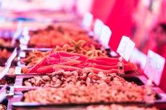 在食物市场上的纤巧 免版税图库摄影