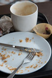在食物以后的空的盘在桌上 库存图片