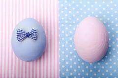 在餐巾的两个鸡蛋 免版税图库摄影