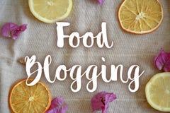 在餐巾的食物blogging标志 免版税图库摄影