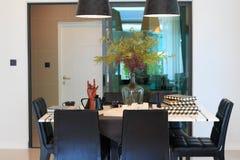在餐桌上的设计师工具在客厅 库存图片