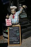 在餐馆前面的菜单在一点意大利,更低的曼哈顿 图库摄影