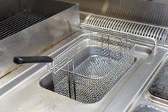 在餐馆厨房的深炸锅 库存图片