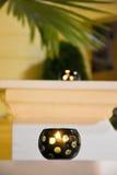 在餐馆大阳台的蜡烛 库存图片