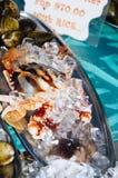 在餐馆显示的新鲜的龙虾 龙虾新鲜抓住食家旅游业的在亚洲 图库摄影