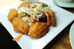 在餐馆的炸鸡 免版税图库摄影