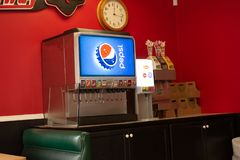 在餐馆的百事可乐喷泉 免版税库存照片