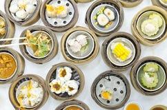 在餐馆的Dimsum中国食物 免版税库存照片