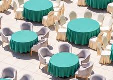 在餐馆` s室外大阳台的餐桌在Kranevo旅馆在保加利亚 免版税库存照片