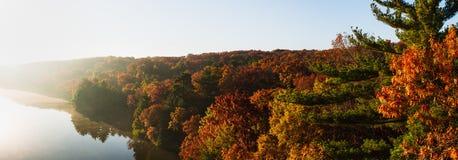 在饥饿的岩石的秋天早晨 库存照片