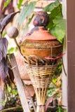 在饮用水的泥罐是泰国生活方式, lanna样式 免版税图库摄影