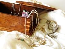在首饰盒,永恒的祖传遗物 库存照片