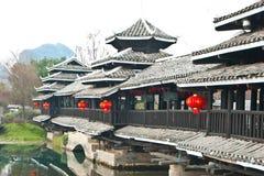 在香格里拉桂林,桂林的中国传统桥梁 免版税库存照片