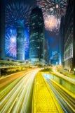 在香港上城市街道的美丽的烟花  库存图片