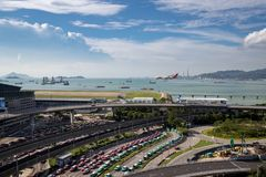 在香港国际机场的飞机着陆 免版税库存图片