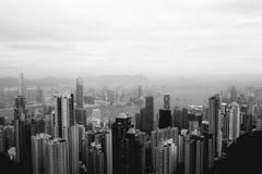 在香港地平线的有薄雾的早晨视图 免版税库存图片