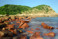在香港的多岩石的海滩 免版税库存图片