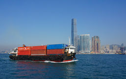 在香港维多利亚港的一只货船  免版税库存图片