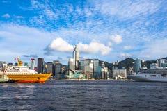 在香港维多利亚港的两巡航  库存图片