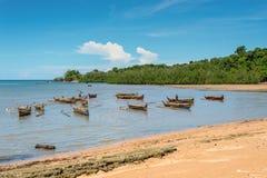 在香的传统木独木舟划船舷外浮舟是isl 免版税库存图片