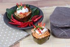在香蕉叶子杯子电话& x22的放出的菜咖喱; 贺尔Mok J& x22;是辣泰国有机食品 免版税库存照片