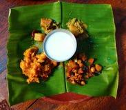 在香蕉叶子的节日食物 米ingridients 印度 库存照片