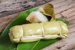 在香蕉叶子的黏米饭 库存图片