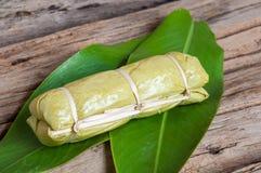 在香蕉叶子的黏米饭 库存照片