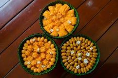 在香蕉叶子碗的泰国点心。 库存照片