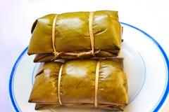 在香蕉叶子蒸的糯米(Khao汤姆席子或Khao汤姆 免版税库存图片