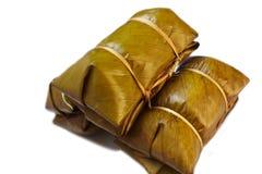 在香蕉叶子蒸的糯米(Khao汤姆席子或Khao汤姆 库存图片