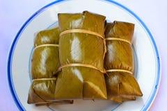 在香蕉叶子蒸的糯米(Khao汤姆席子或Khao汤姆 图库摄影