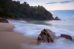 在香蕉海滩,普吉岛,清早泰国的Sunrize 免版税库存照片