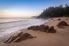 在香蕉海滩,普吉岛,清早泰国的Sunrize 库存图片