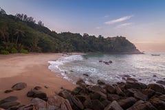 在香蕉海滩,普吉岛,清早泰国的Sunrize 免版税库存图片