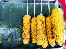 在香蕉的烤玉米留下盘子 库存图片
