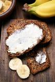 在香蕉面包的黄油 免版税库存照片