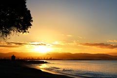 在香水点, Westshore, Hawkes海湾,新西兰的日落 免版税库存图片